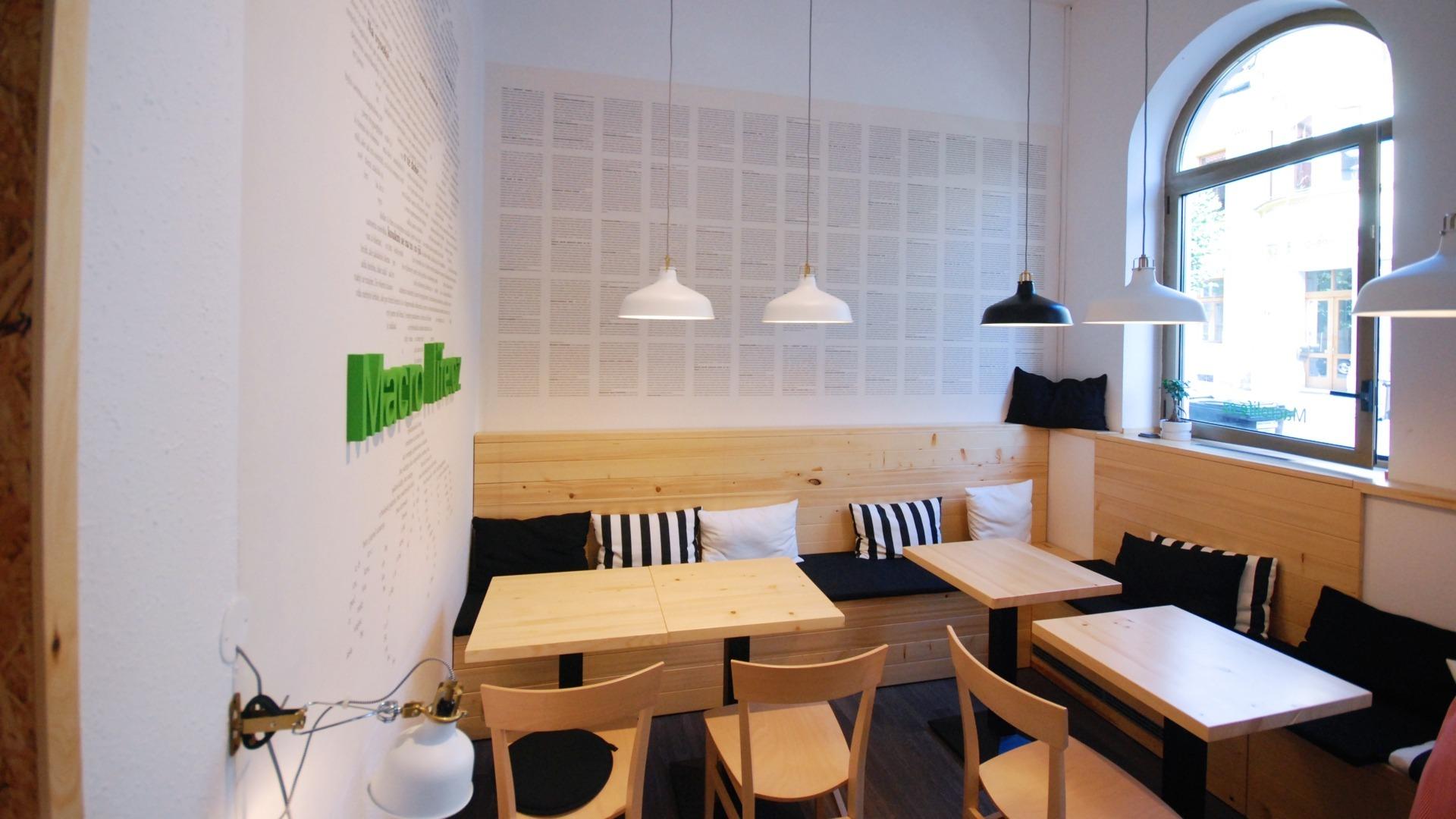 FESCHU BIO Macrolife potraviny a kavarna Louny sezení