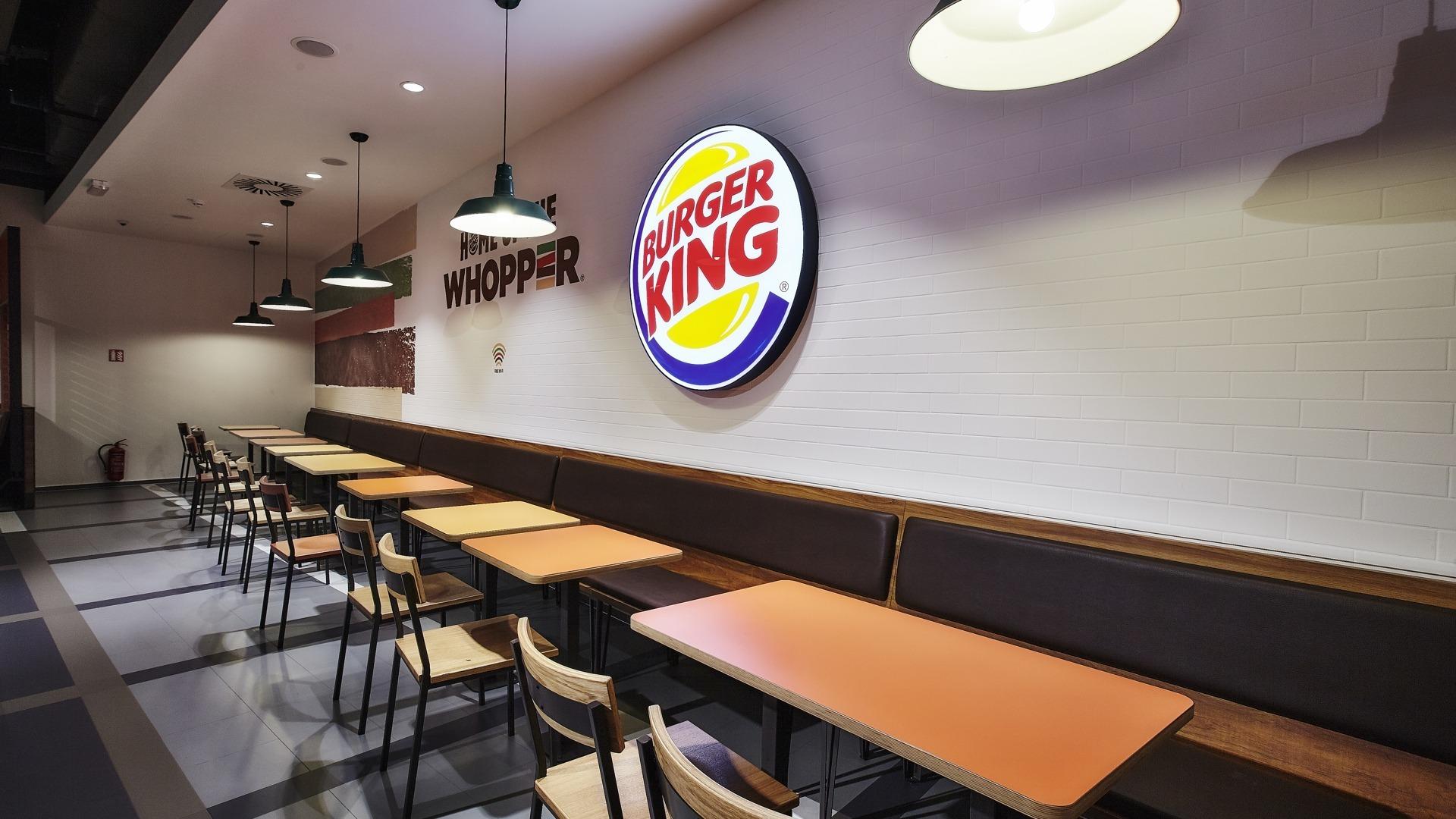FESCHU Burger King Letiste Praha sezeni osvetleni