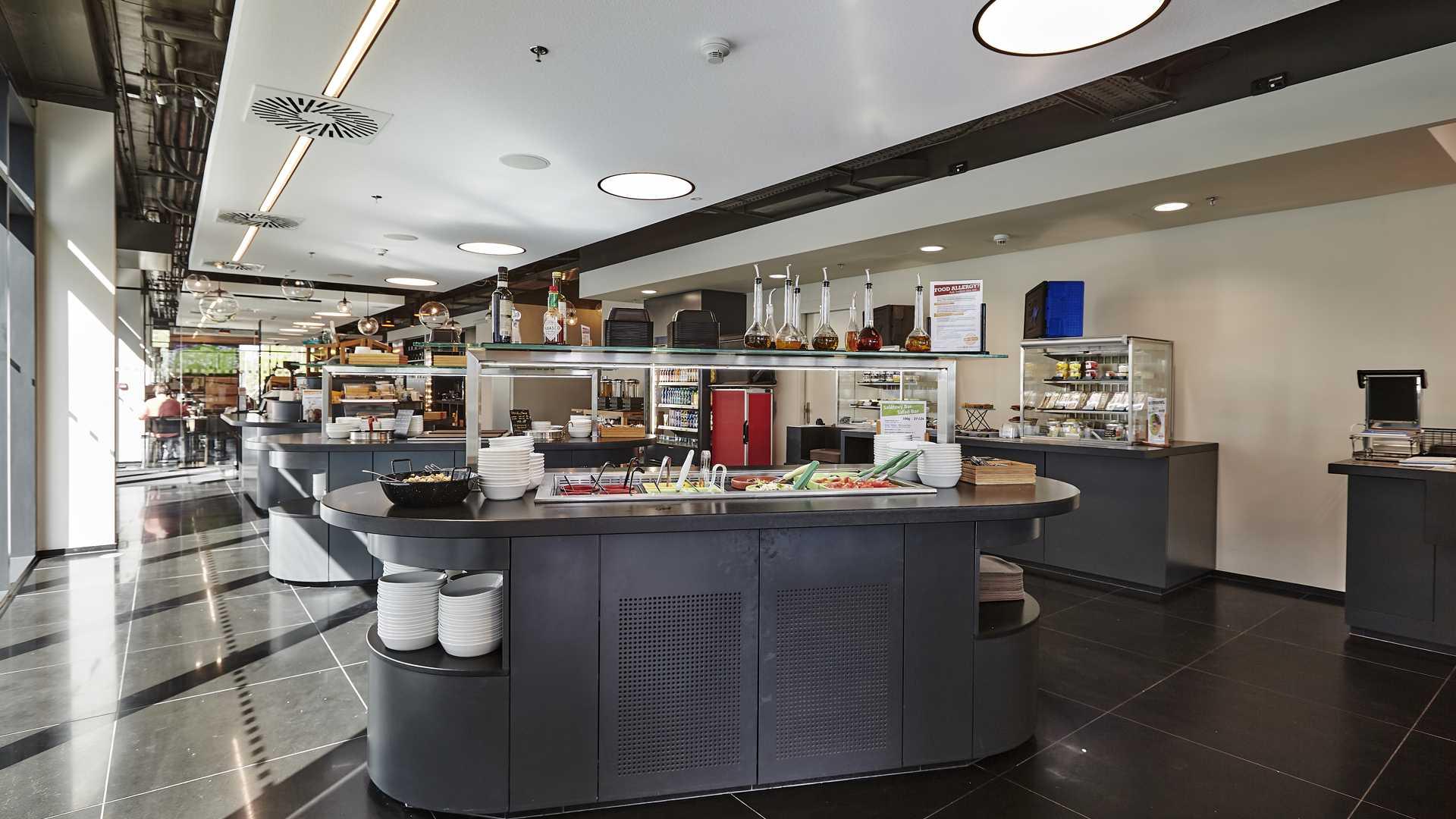 FESCHU Time Out restaurace Praha salatovy bar