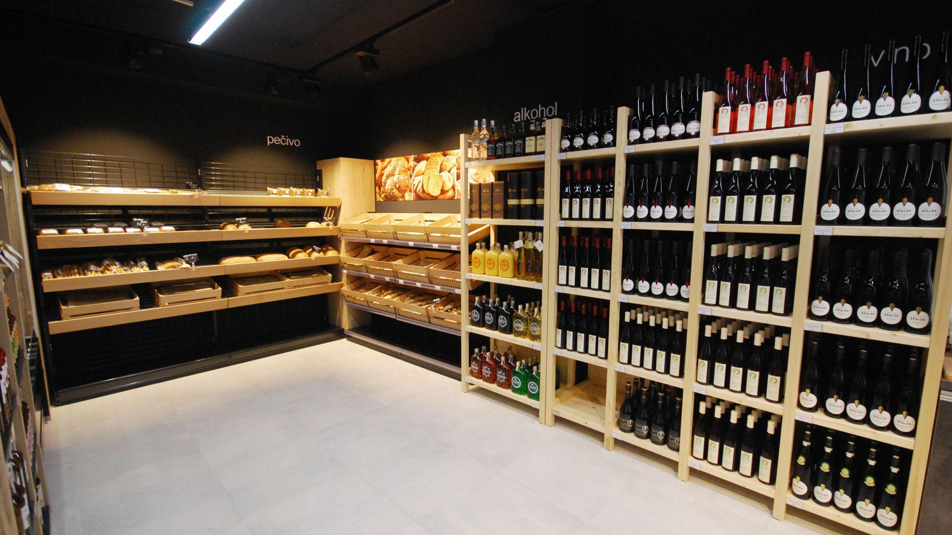 FESCHU Family Food Market realizace pečivo regály na víno