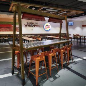 vysoké barové sezení - Burger King, Praha
