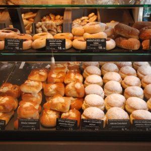 Cenovky Edikio ve vitríně pekařství Vrbský Unhošť