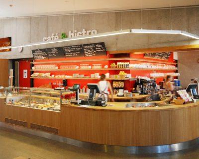 Centrum na Fialce má nový bar v provedení dub
