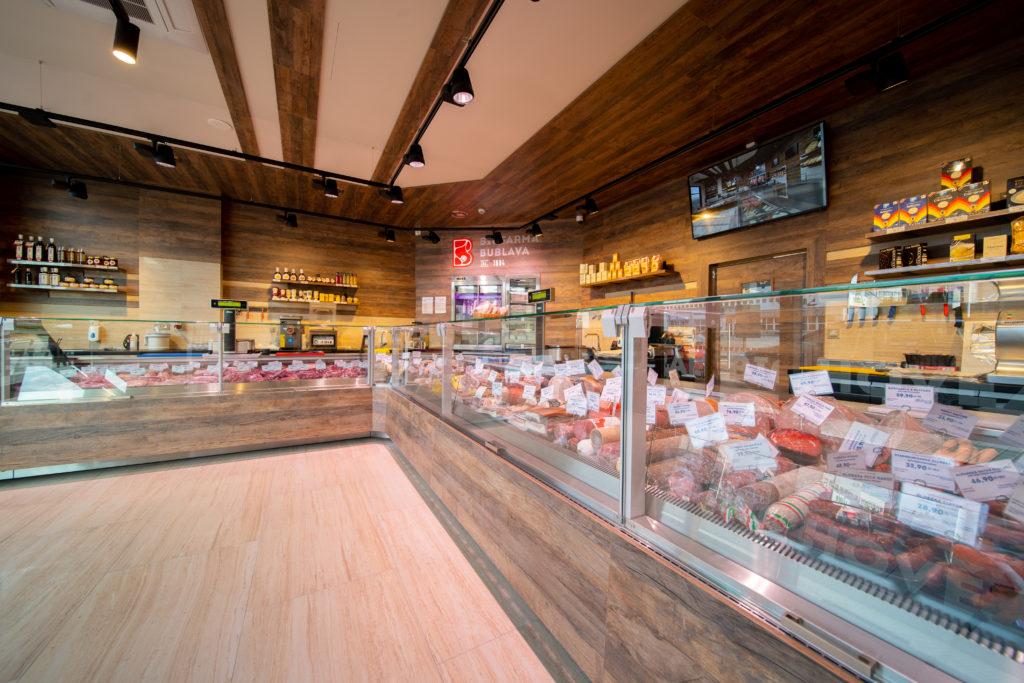 FESCHU_BioFarma Bublava MeatPoint Praha Harfa pult vitriny osvetleni 2
