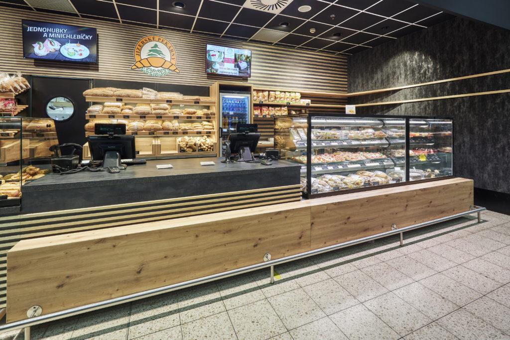 FESCHU Jizerske pekarny OC Kaufland Melnik pult, TV menu a chladici vitriny
