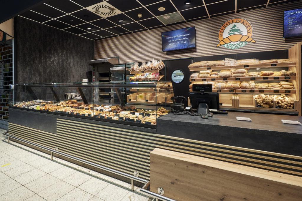FESCHU Jizerske pekarny OC Kaufland Melnik regaly pecivo pult TV menu