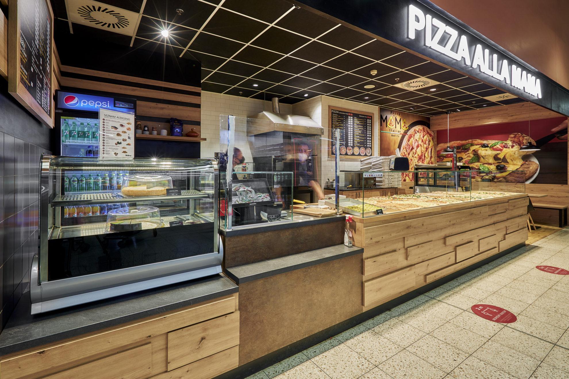 FESCHU Pizza Alla Mama OC Kaufland Melnik celkovy pohled vitriny