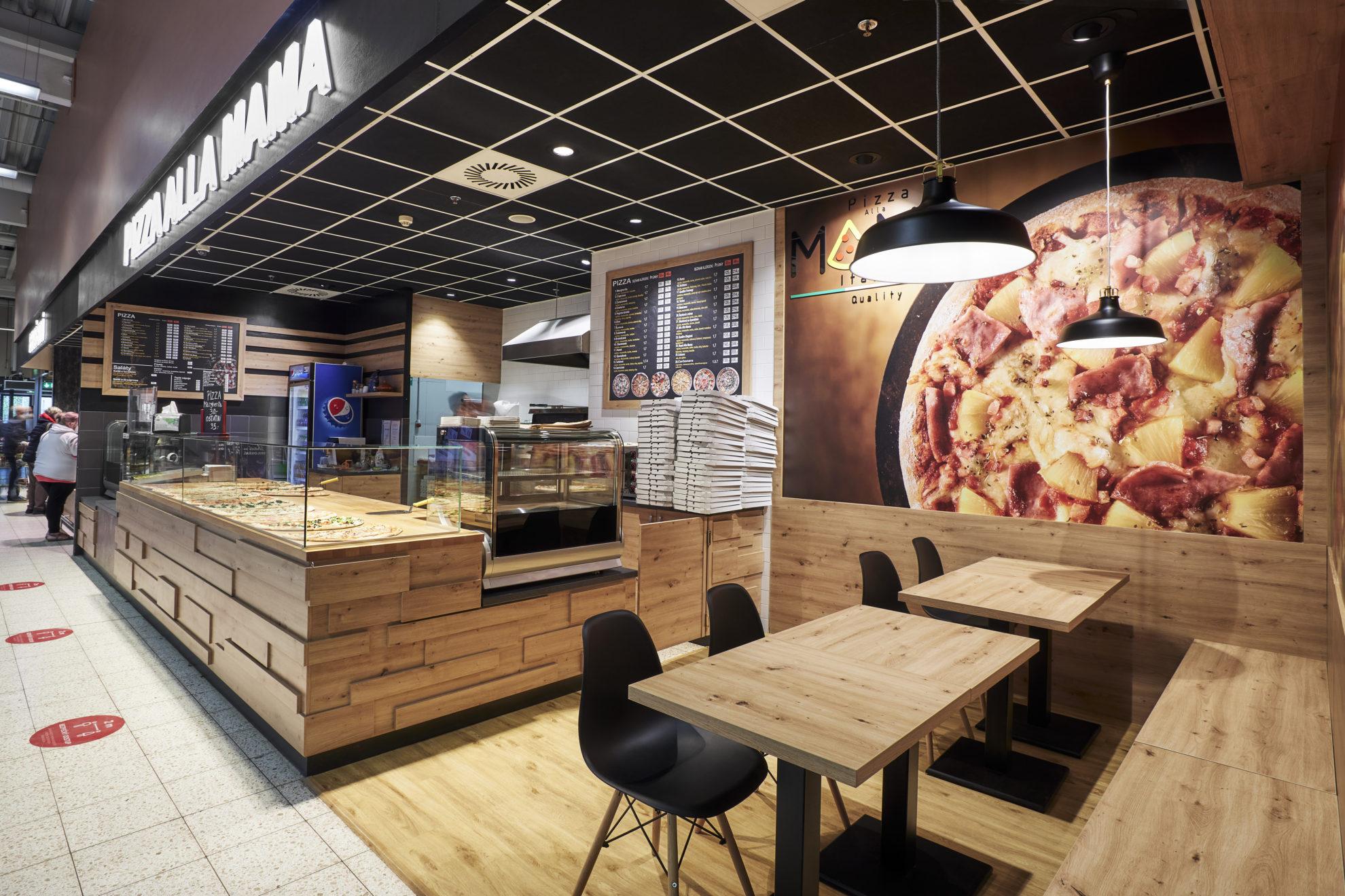 FESCHU Pizza Alla Mama OC Kaufland Melnik sezeni osvetleni