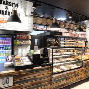 Pekařství a cukrářství Sázava v Pardubicích prodejní pult