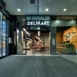 Vstup do supermarketu DELMART QUADRIO.